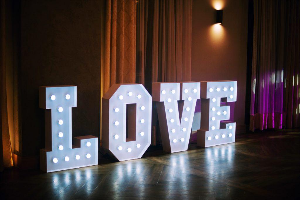 do wynajęcia napis love